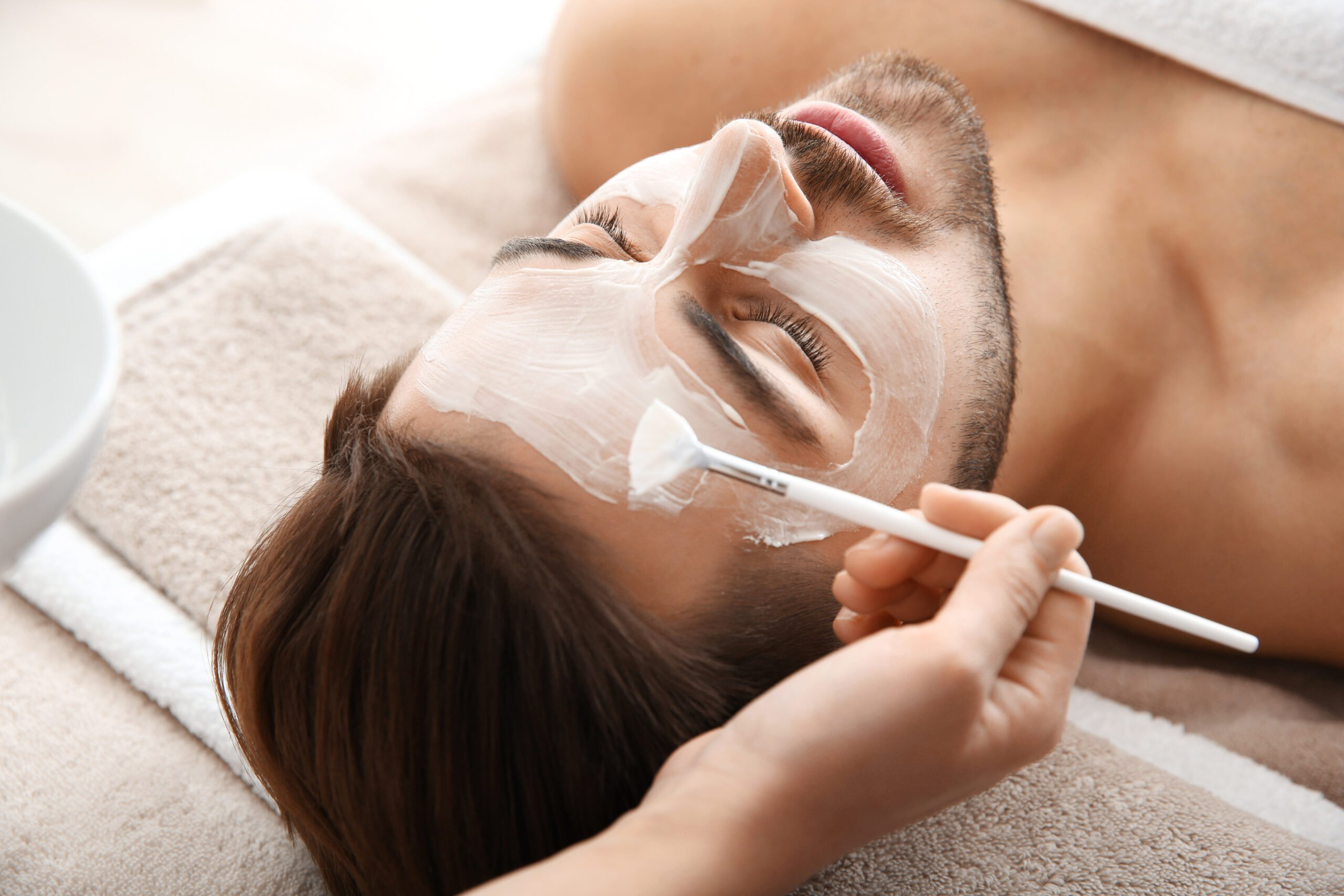 Cosmetologist,Applying,Mask,On,Client's,Face,In,Spa,Salon
